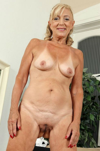 Pictures of nude old women